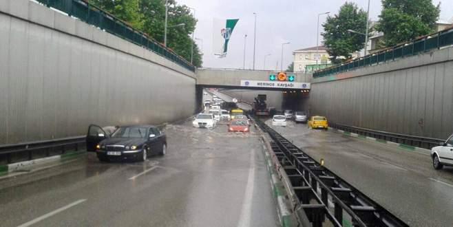 Sağanak yağış Bursa'yı felç etti