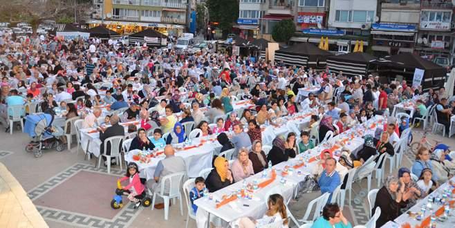 Geleneksel iftar Gemlik'te 5 bin kişiyi buluşturdu