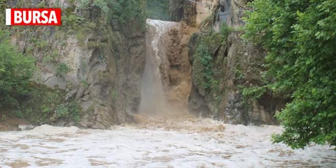 Bursa'da aşırı yağışlar şelaleyi bu hale getirdi