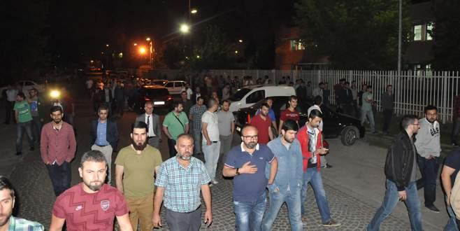 İşten çıkarılan MAKO işçileri fabrika önünde toplandı