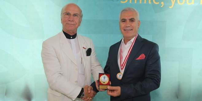 Başkan Bozbey'e Üstün Hizmet Ödülü