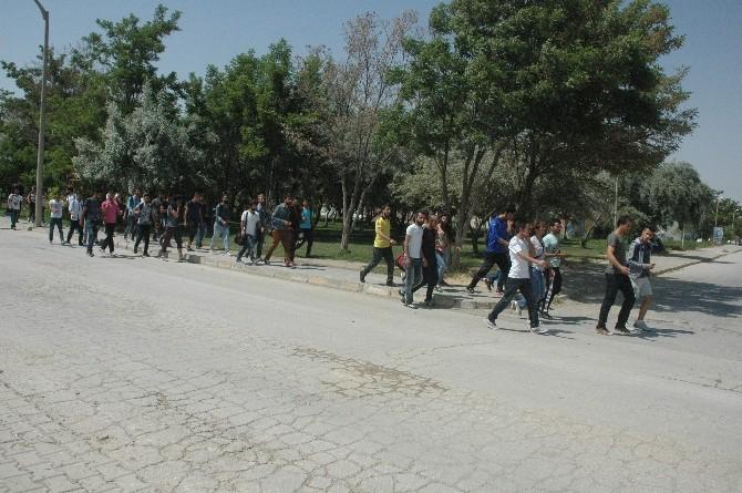 YYÜ Besyo Hazırlık Öğrencileri Rektörlüğe Yürüdü