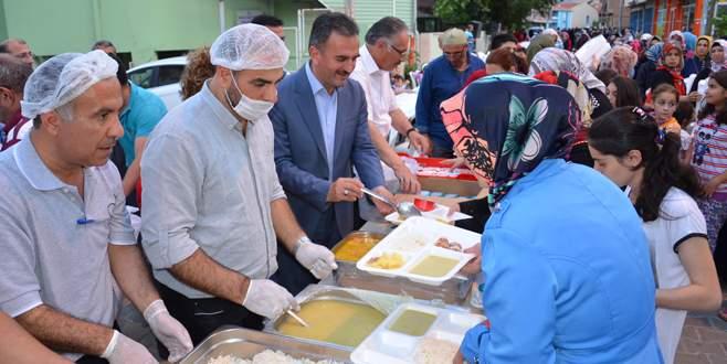 Yemekleri Başkan dağıttı