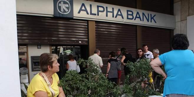 Komşu zor durumda: Bankalar tatil edildi