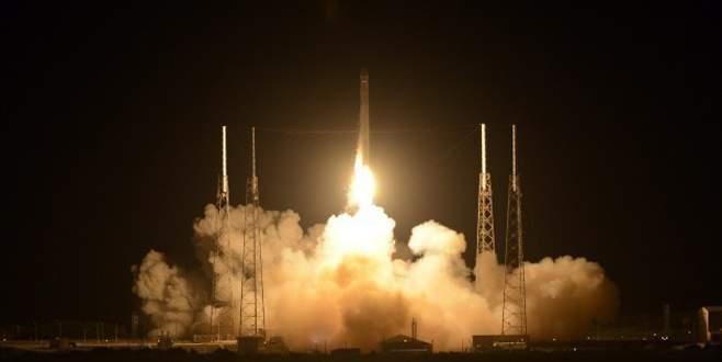 Falcon 9 havada infilak etti