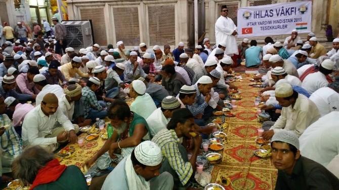 Hintli Müslümanlar İhlas Vakfı İftarlarında Buluştu