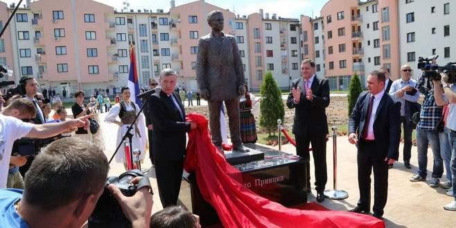 Sırplar dünya savaşı çıkaran suikastçının heykelini dikti