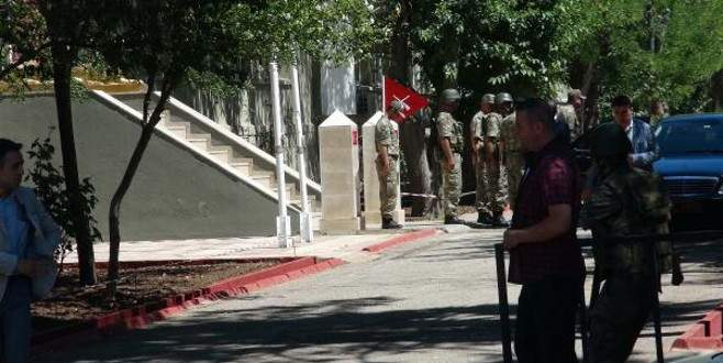 Sınırda hareketli dakikalar! Asker kırmızı alarma geçti