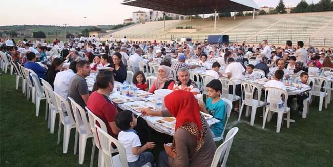 Göçmen Konutları'nda büyük iftar