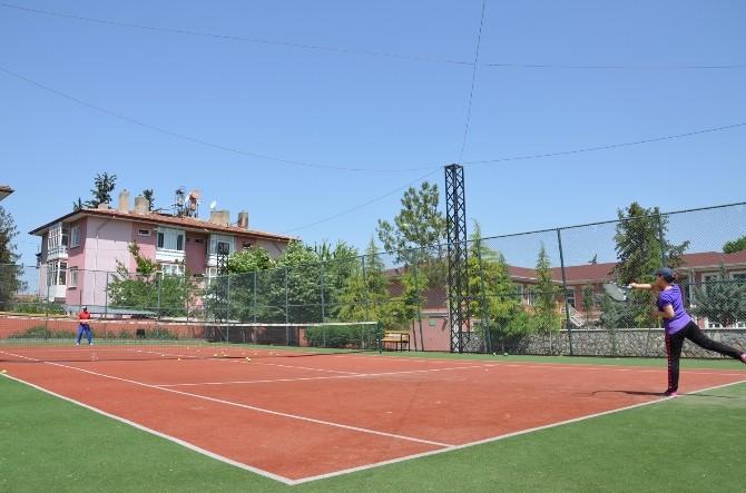 Tenis Kortu Büyük İlgi Görüyor