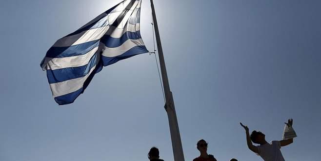 Yunan halkı ikiye bölündü