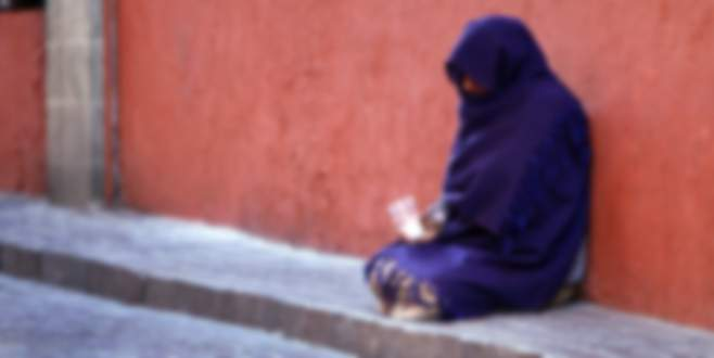 Dilenci kendisine para vermeyen engelli çifti…