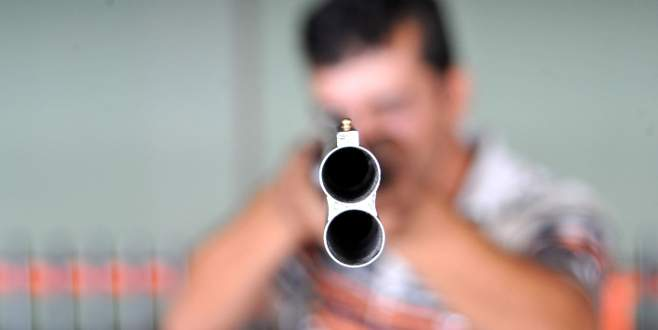 Eşini vurup intihar etti