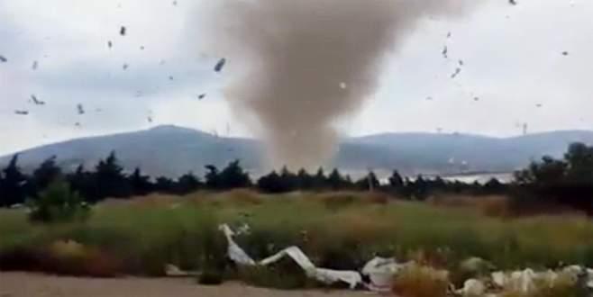 Burası Türkiye! Hortum çatıları uçurdu…