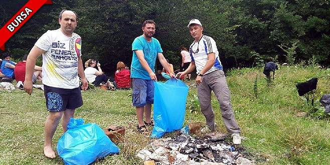 Duyarsız piknikçiler kirletti, dağcılar temizledi