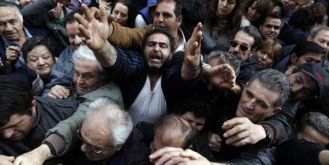 Yunanistan' kurtarma paketi için talepte bulundu