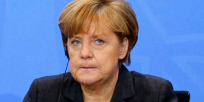 Merkel, Yunanistan konusunda partisini ikna edemedi