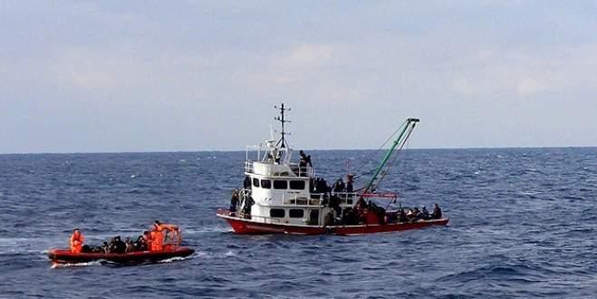 Akdeniz'de 400 göçmen kurtarıldı