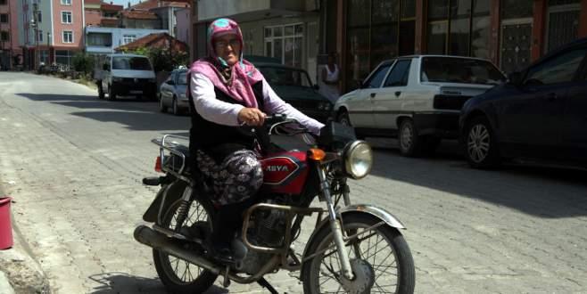 98 yaşında motosiklet sürmeyi öğrendi