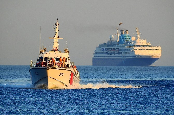 Kuşadası Körfezi'nde 174 Kaçak Göçmen Yakalandı