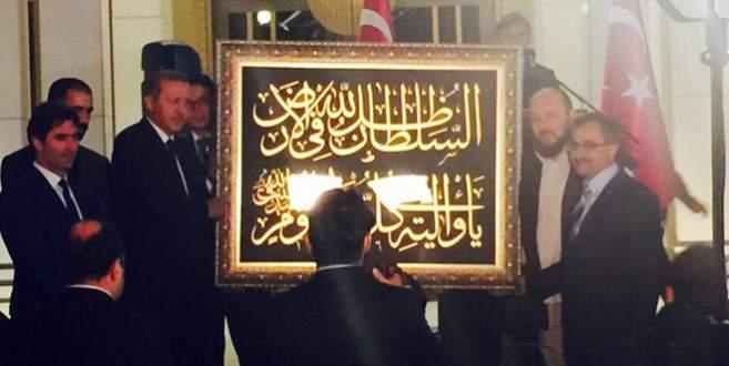 Bursalı hattatlardan Cumhurbaşkanı Erdoğan'a anlamlı hediye