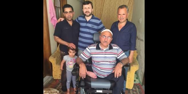 Suriyeli engelliye akülü sandalye
