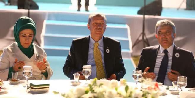 Gül, Erdoğan'ın yanında dış politikayı eleştirdi