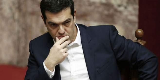 Yunanistan'da istifa depremi!