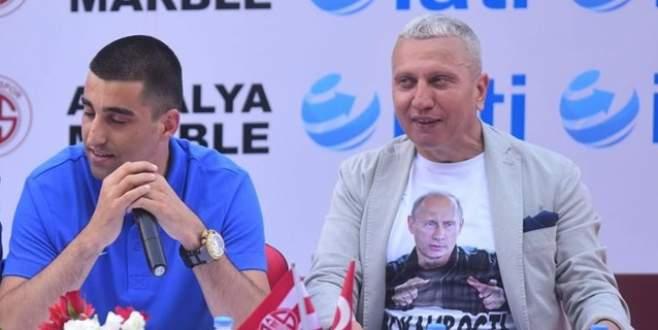 Putin'li tişört görevden aldırdı