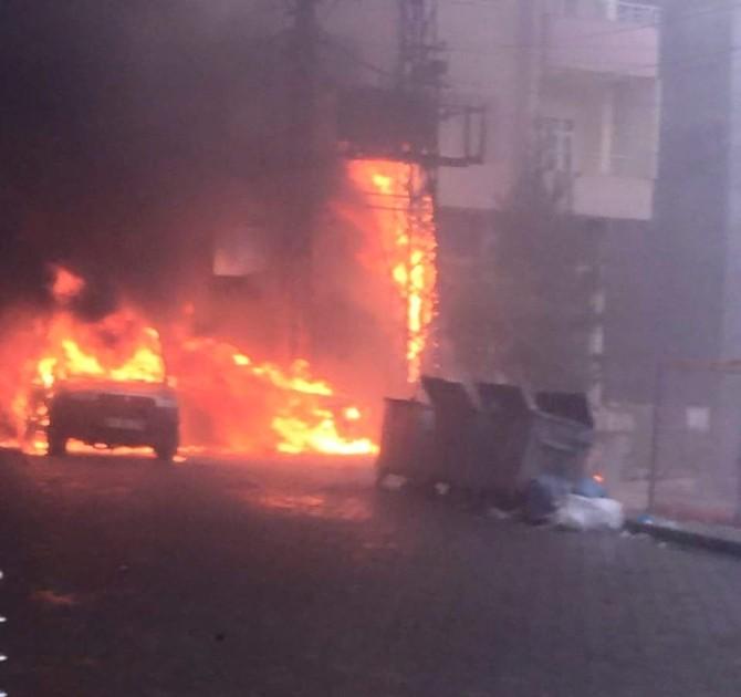 Trafo Yangını İki Aracı Kül Etti