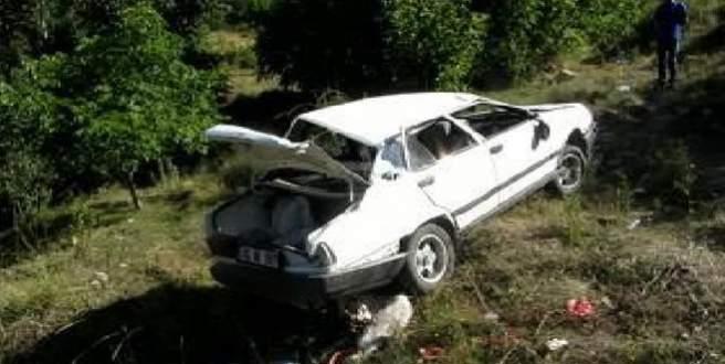 Otomobil virajda uçuruma yuvarlandı: 1 ölü, 2 yaralı