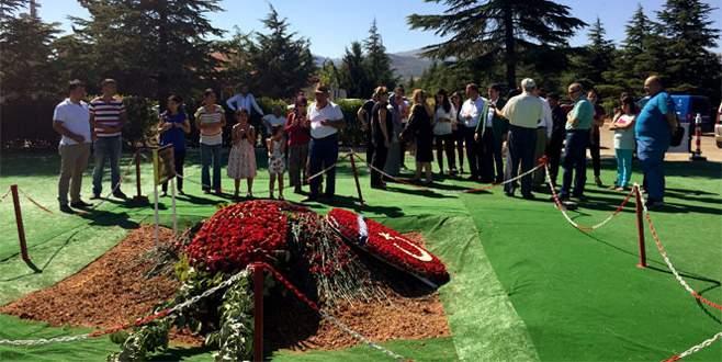 Süleyman Demirel'in mezarına ziyaretçi akını