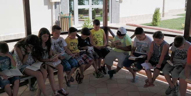 Kameriye çocuklara kütüphane oldu