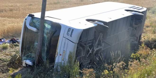 Otobüs devrildi: 19 yaralı