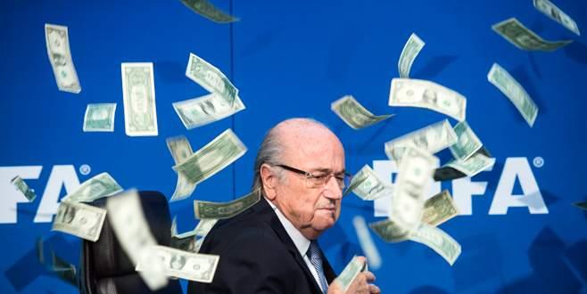 Blatter'e dolarlı protesto