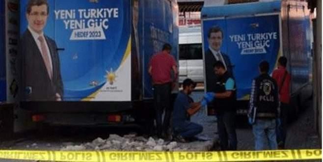 AK Parti seçim aracının altından bomba çıktı