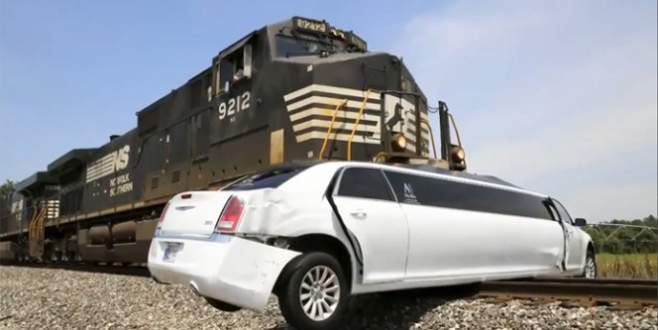 Tren limuzini böyle biçti!