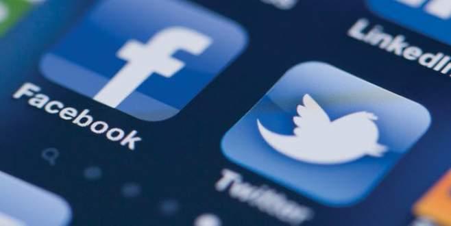 Facebook ve Twitter 'sürünüyor'