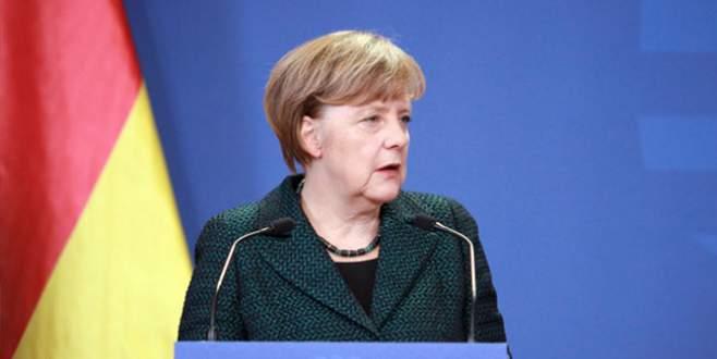 Merkel'den Davutoğlu'na 'çözüm süreci' çağrısı