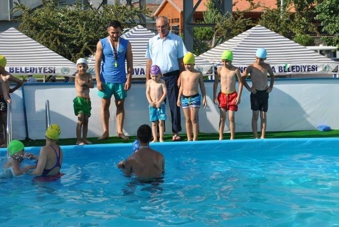 İncirliova'da Şehir Merkezine Taşınabilir Havuz Kuruldu