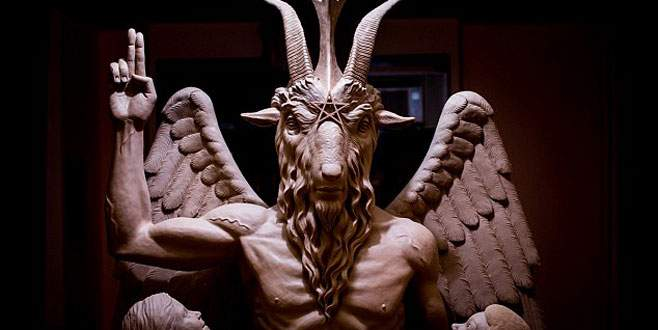 Şeytan heykeline protesto