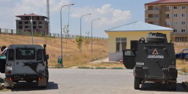 Asker ile PKK arasında çatışma: 3 asker yaralı