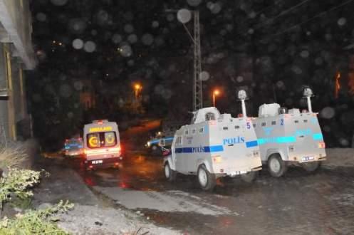 Hakkari'de polis lojmanları ve TOMA aracına bombalı saldırı