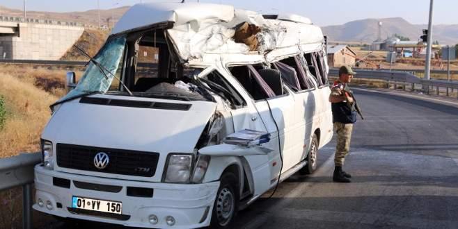 Nişan yolunda feci kaza: 3 ölü, 14 yaralı