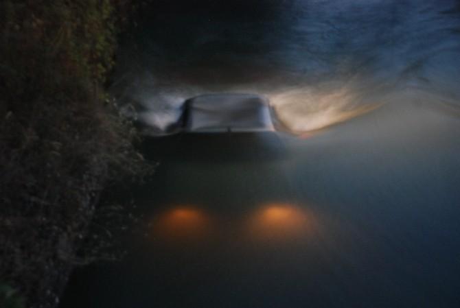 Sulama Kanalına Uçan Otomobilden Yara Almadan Kurtuldular