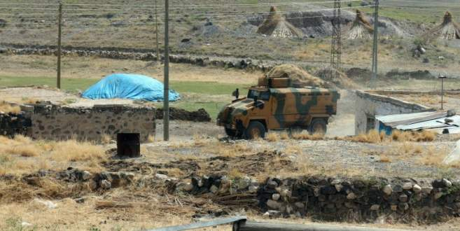 İki askeri araca mayınlı saldırı
