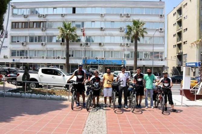 Bisikletli Gezginler Aliağa'da Mola Verdi
