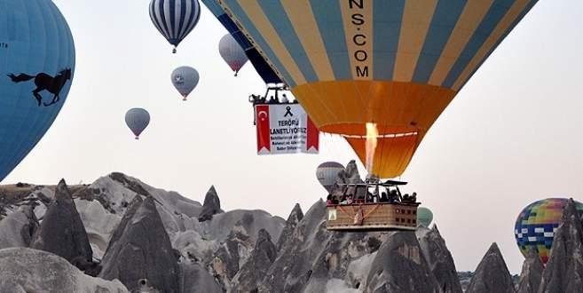 Balonlar şehitler için havalandı