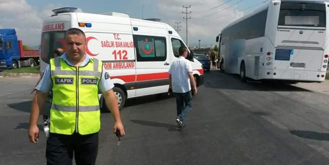 Yolcu otobüsü motosiklete çarptı