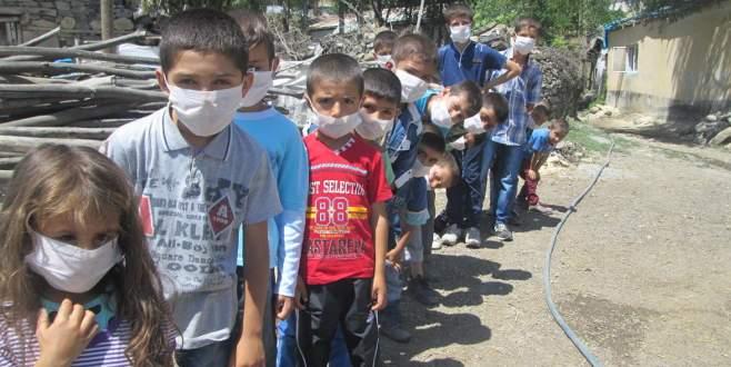 Tozlu yola maskeli önlem